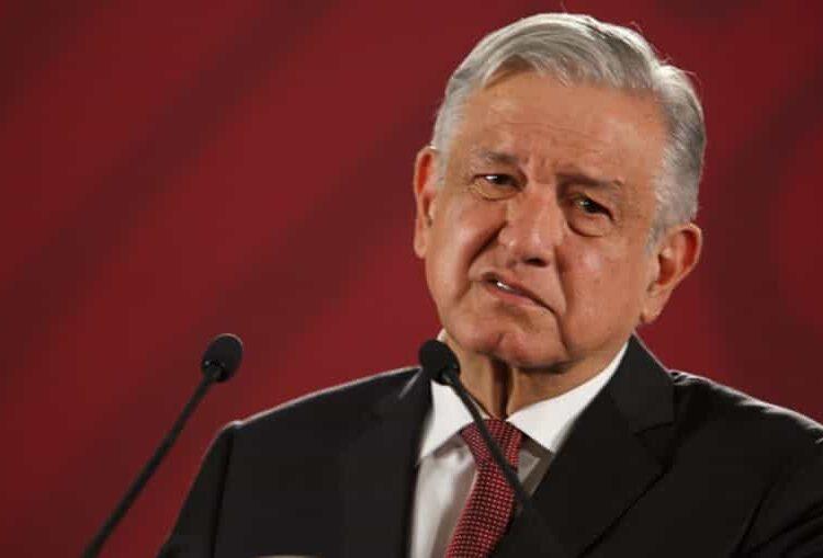 """Tal es el caso de Héctor Aguilar Camín, a quien AMLO exhibió en la conferencia mañanera a través de un video donde charla con sus compañeros de preparatoria y califica al mandatario como """"pend..."""""""
