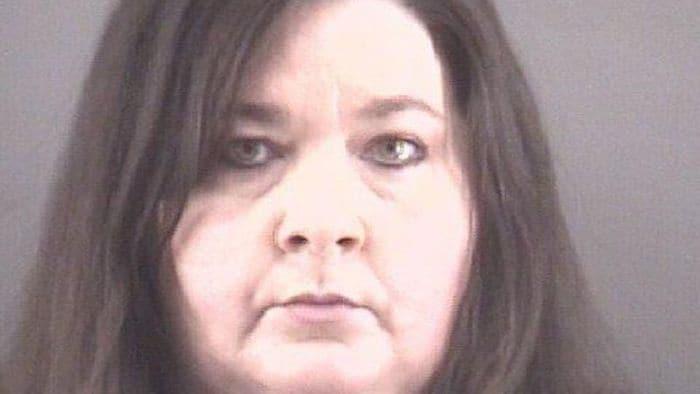 Jennifer McMillan Crow se declaró culpable por la muerte de su bebé recién nacida; el hecho ocurrió hace 10 años al abandonarla frente a una clínica