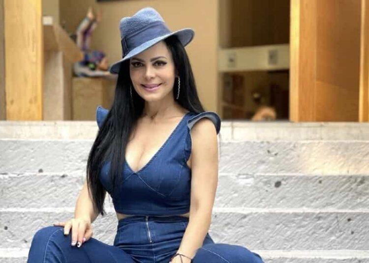 La guapa actriz y presentadora, Maribel Guardia, presumió en redes su envidiable figura de impacto al modelar en veraniego atuendo