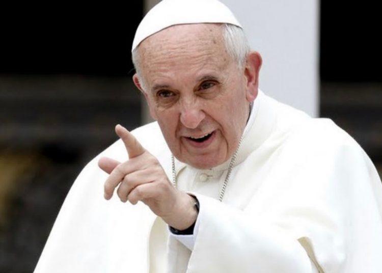 """""""No responde a la lógica del usar y tirar"""" Papa Francisco invita a jóvenes a ser fieles y no banalizar el amor"""