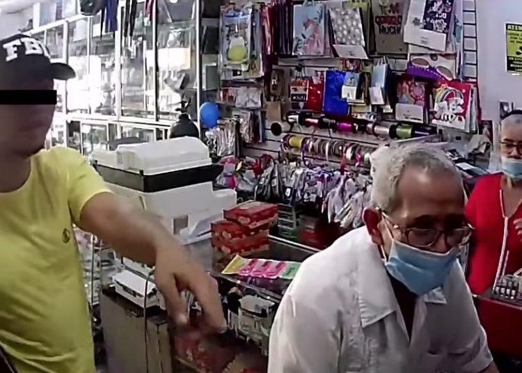 Mujer reconoce en video a su hermano robando, lo entrega a la policía