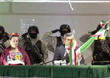 """Alcalde mexicano rompe el cordón durante """"Grito de Independencia"""" y desata burlas"""