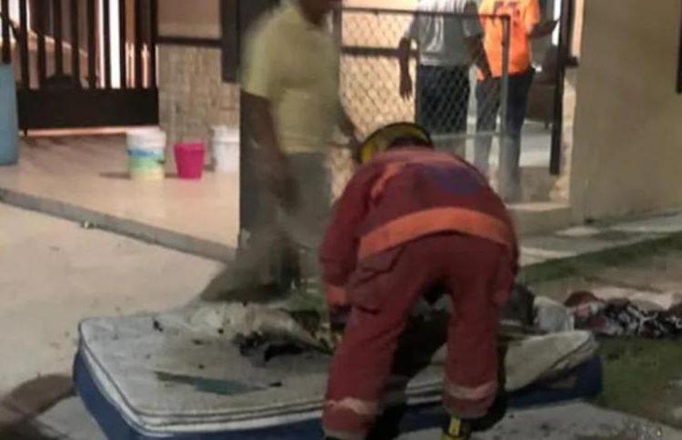 Joven deja cargando celular sobre la cama, ocasiona incendio en Tamaulipas