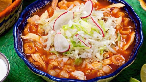 Pozole sí, pero con moderación; sugiere el IMSS para cena mexicana del 15 de septiembre