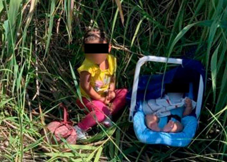 Abandonan a orillas del río Grande a niña y bebé migrantes