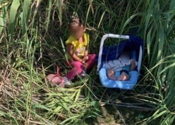 Agentes fronterizos rescataron a dos hermanos, de dos meses y tres años, abandonados en el Río Grande