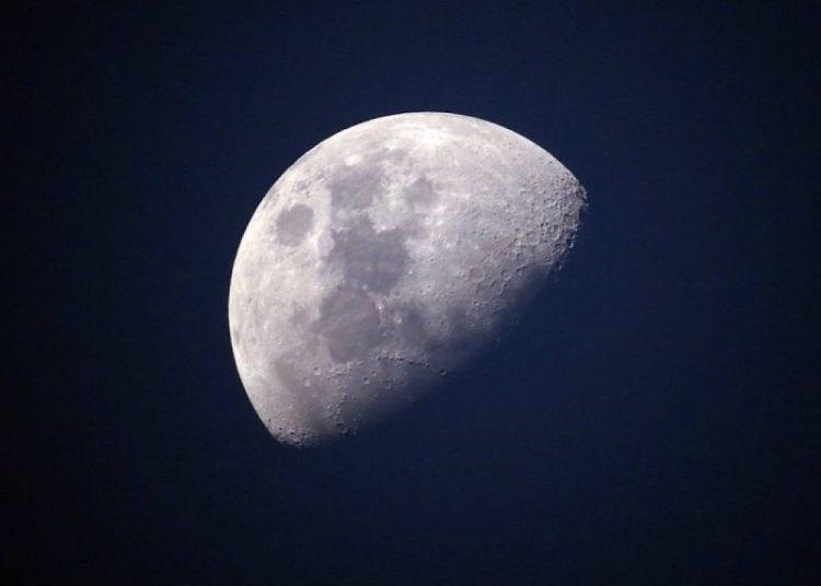 Científicos chinos revelan extraño pasado de la Luna