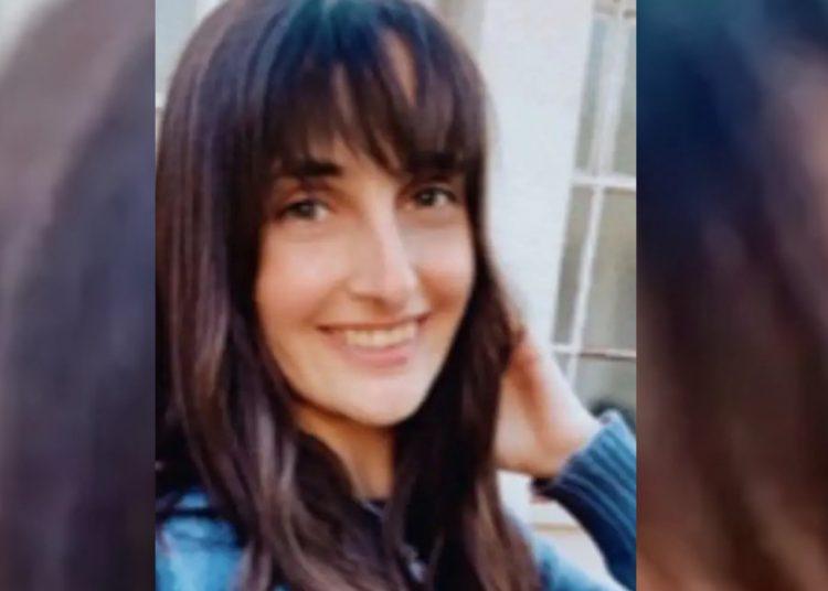 Mujer es rechazada de empleo por sonreír durante entrevista de trabajo