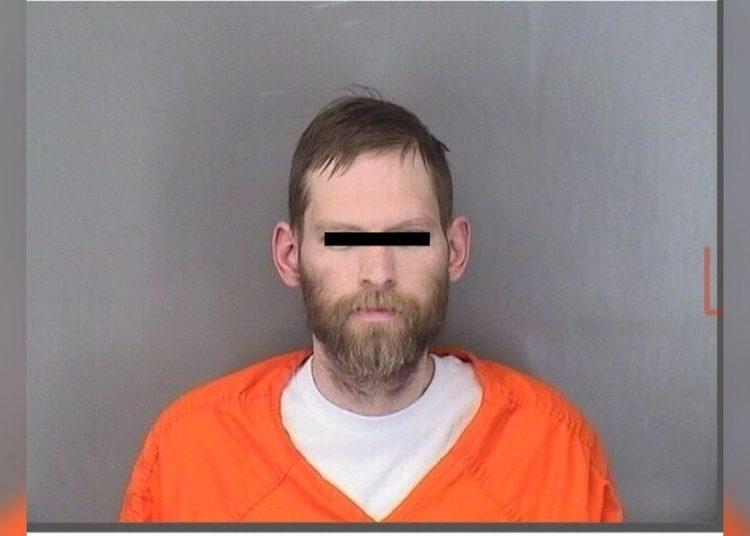 Hombre es acusado de asfixia a sus dos hijos de 3 y 5 años