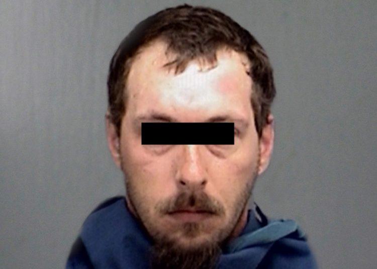 Un pedófilo encarcelado por 45 delitos sexuales recibe una paliza por varios reclusos