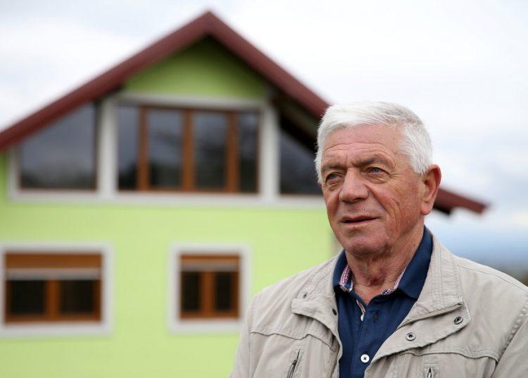 Un hombre construye una casa giratoria al cansarse de los caprichos de su mujer, a la que nunca le gustó la vista de la ventana