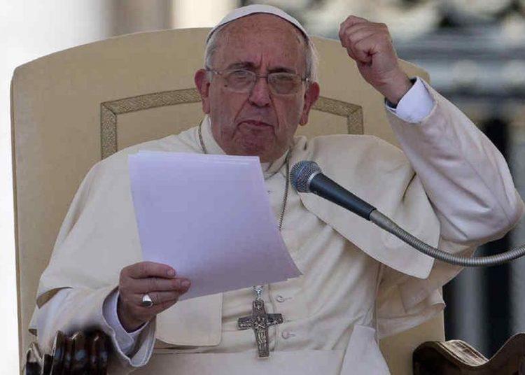 """El Papa expresa """"vergüenza"""" por él y por la iglesia por abusos sexuales contra de 330 mil niños en Francia"""