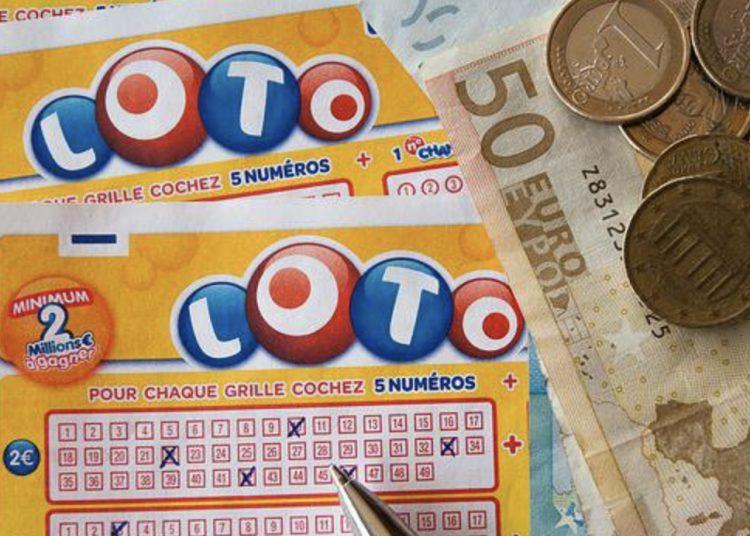 Mujer gana dos veces la lotería el mismo día; se llevó casi 82 mdp