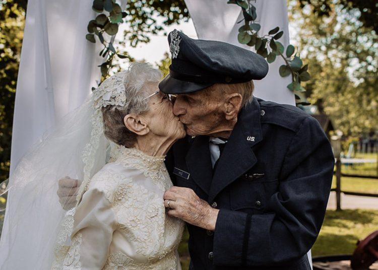Abuelitos recrean su boda a 77 años de matrimonio