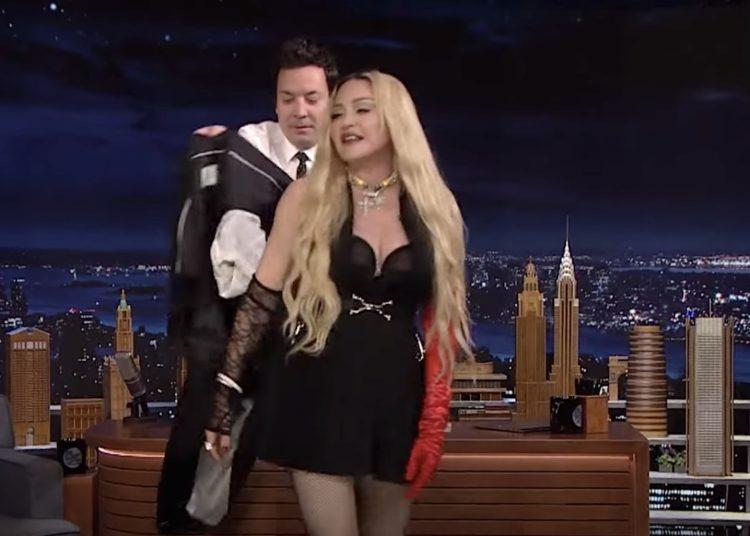 Madonna presume su trasero en programa de Jimmy Fallon