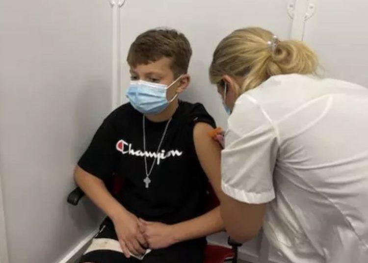 Niño que perdió a su padre por el coronavirus pidió de cumpleaños ser vacunado