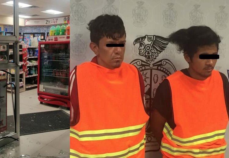 Hombres dan cristalazo en tienda para robar cigarros y licor; los arrestan