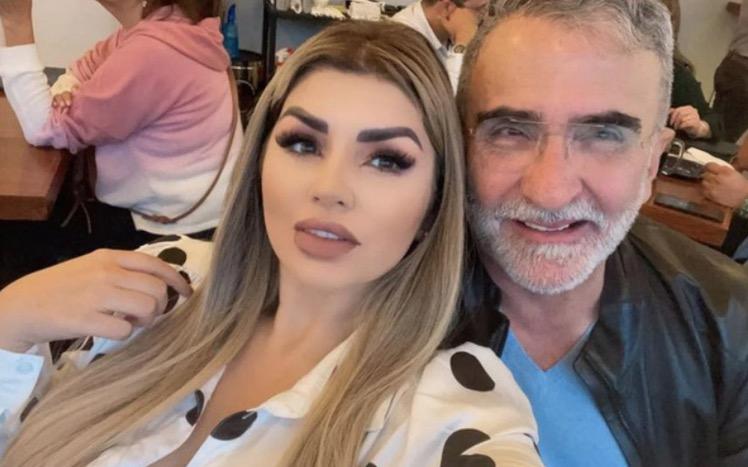 El cantante y la empresaria mantienen firmes sus planes de boda, sin embargo todavía no tienen fecha para la unión debido al estado de salud de Vicente Fernández