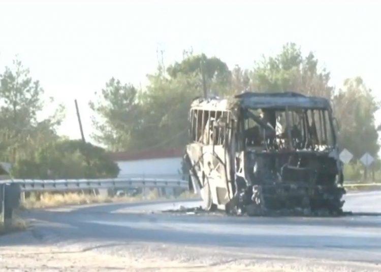 Hombres armados incendian camión; no se reportan personas lesionadas