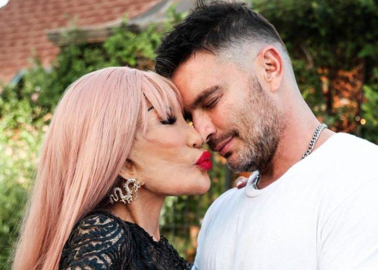 Lyn May y Julián Gil comparten comprometedoras fotos con besos en redes sociales