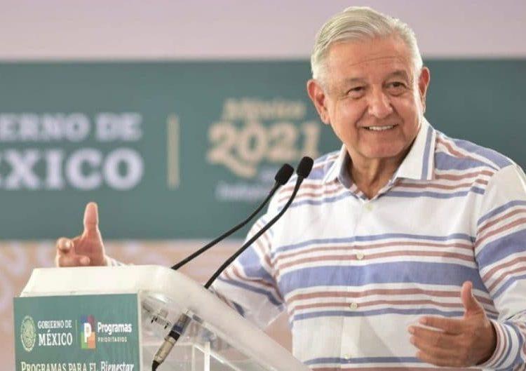 El mandatario visitó el municipio tlaxcalteca para supervisar los programas de bienestar en la entidad.