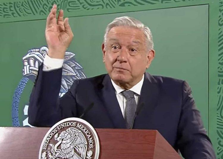 """López Obrador aseguró que en su gobierno todos los que quieran contribuir y ayudar a la transformación del país tienen """"las puertas abiertas""""."""