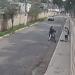 Hombre atropella con su camioneta a ladrones en motocicleta y frustra un asalto