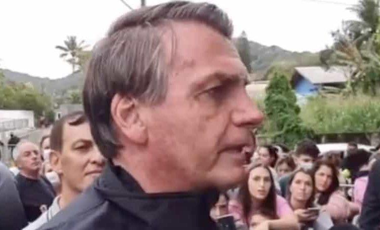 El presidente Bolsonaro no pudo asistir a un partido de futbol porque le negaron la entrada al estadio al no estar vacunado contra COVID-19