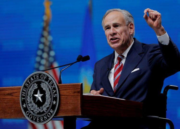 Gobernador de Texas prohíbe mandato que hace obligatoria la vacunación