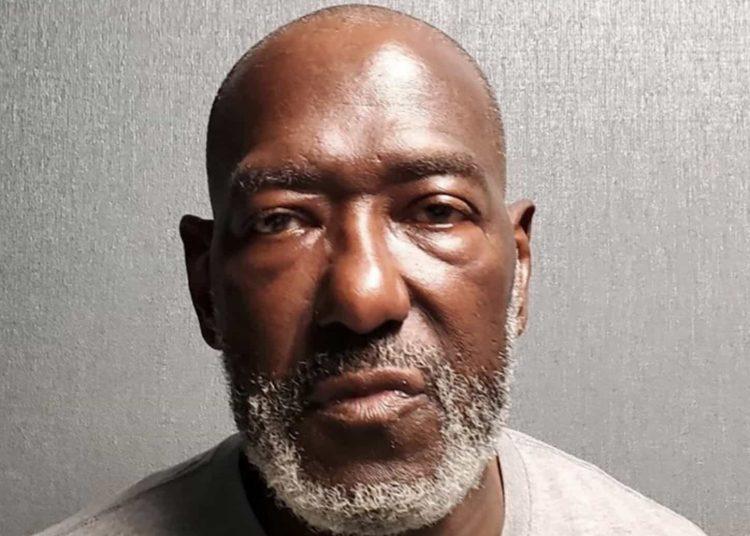 Roy Batson, de 63 años, continúa detenido sin derecho a fianza, indicó la policía del condado Prince George en un comunicado de prensa.