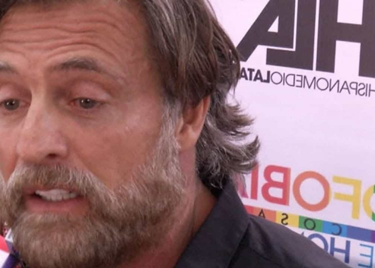 El actor reveló en entrevista que, sin saberlo, dejó a una mujer embarazada en su país natal.