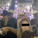 El cantante de música regional mexicana no se contuvo pese a que estaba rodeado de personas.
