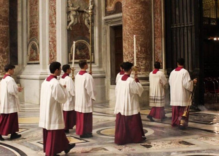 Absuelven a sacerdote y exrector de seminario vaticano por abuso sexual