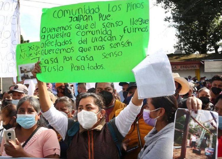 Un grupo de personas se manifestó afuera del hotel donde se hospedaba el presidente Andrés Manuel López Obrador.