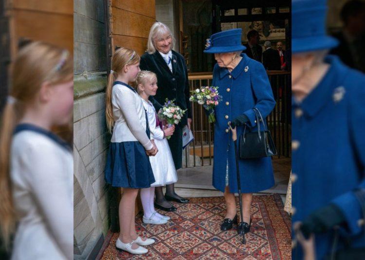 Reina Isabel II usa bastón por primera vez en acto público a sus 95 años
