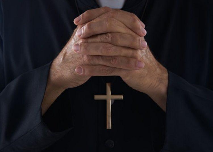 Iglesia católica francesa encubrió 330 mil casos de pederastia en 70 años