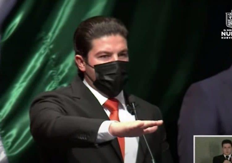 En un evento, cuya sede fue trasladada de la sede del Congreso del estado al Teatro de la Ciudad, el nuevo gobernador