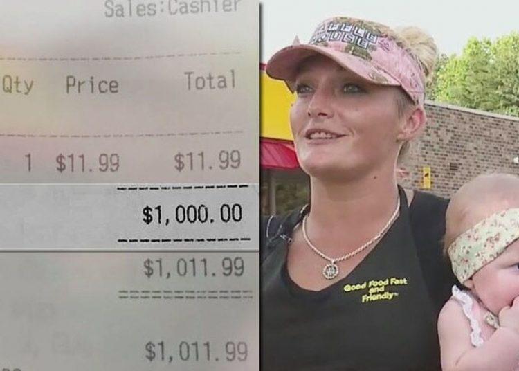 Recibió mesera propina de $21 mil; llevaba a su bebé a trabajar