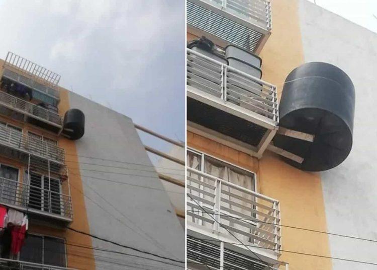 La peculiar imagen fue captada en el balcón de un departamento en la alcaldía Iztacalco, CDMX